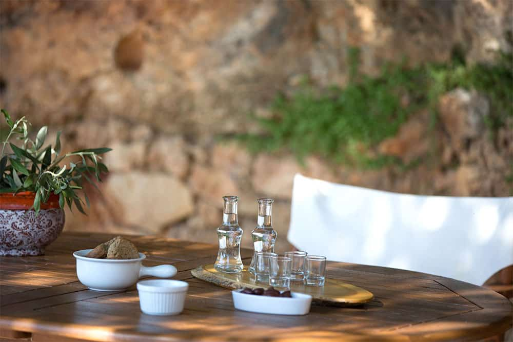 Tsikoudia or ouzo? Do you know the difference?
