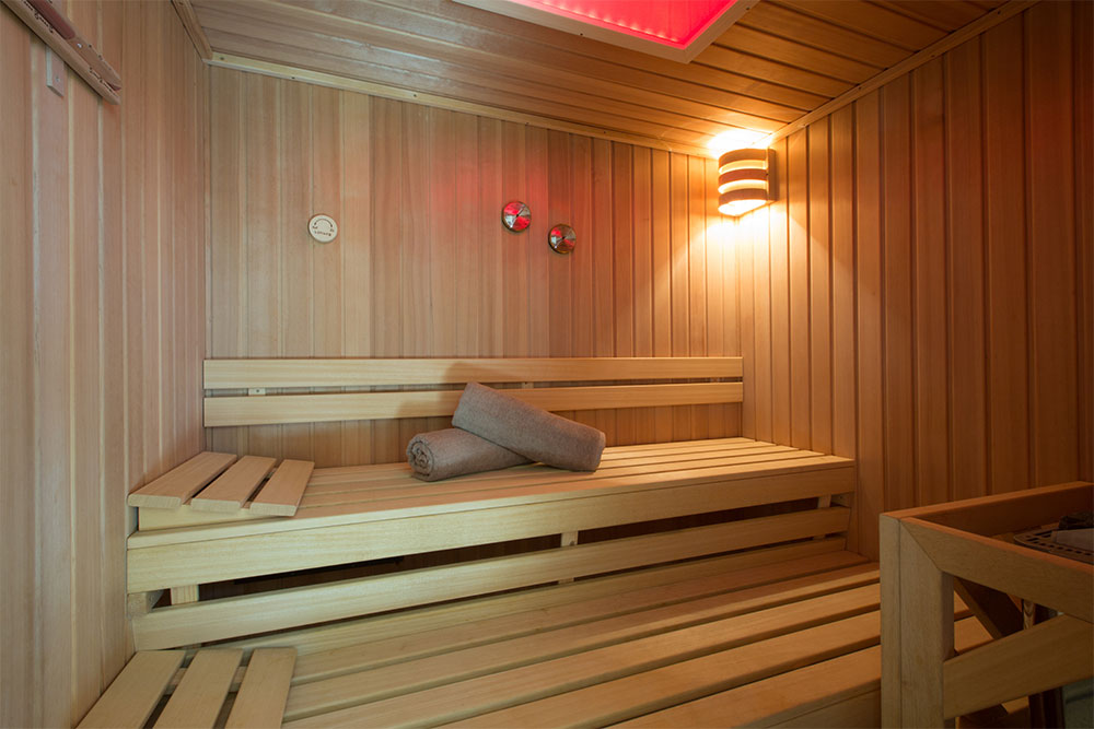 Scandinavian sauna for 4-6 people with color therapy