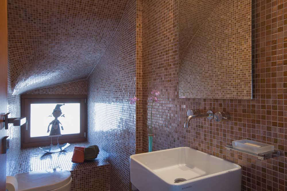 Ground floor common W.C. inspired by Gaudi