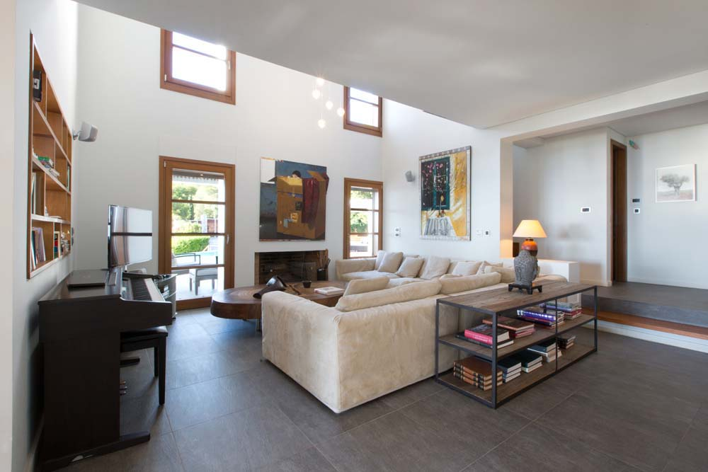 The central indoor living room. Spacious, simple and elegant