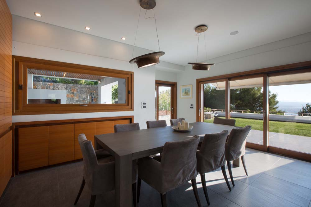 Indoor dining with non-compromising view