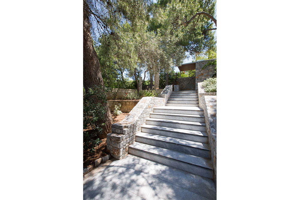 The pedestrian exit and entry to Villa Terra Creta in case you feel like strolling around