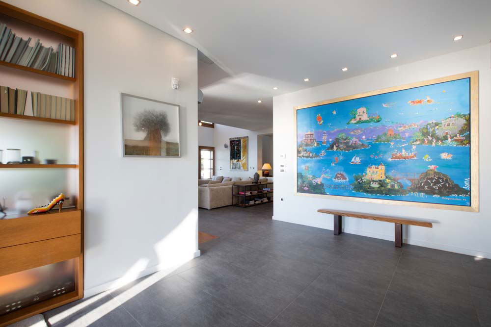 """The entrance hall: """"Ulysse's voyage"""" and other bespoke art pieces"""